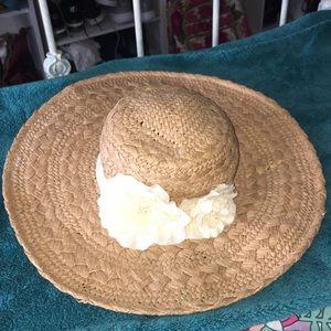 Accessories - Straw hat with cream flower band